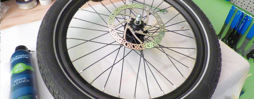 Mini guida per pulire i freni a disco MTB