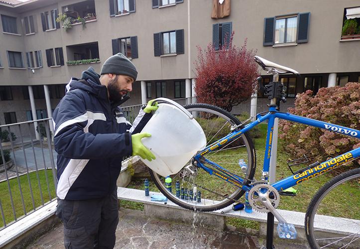 Risciacquo della bici da corsa